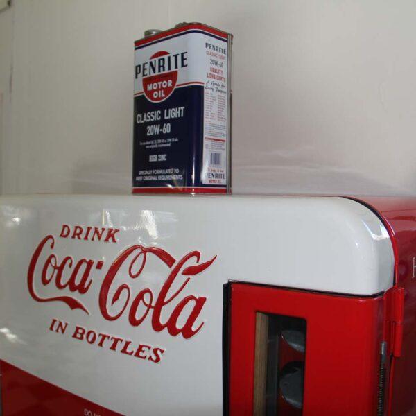 Unser originaler und funktionsfähigerColaautomat beim Eingang