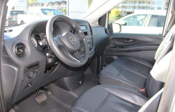 Mercedes-Benz Vito silber Fahrersitz