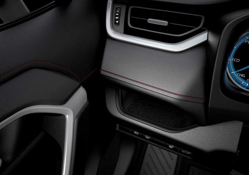 Der neue Suzuki Across Plug-in Hybrid mit Blick auf den linken Teil des Armaturenbrettes