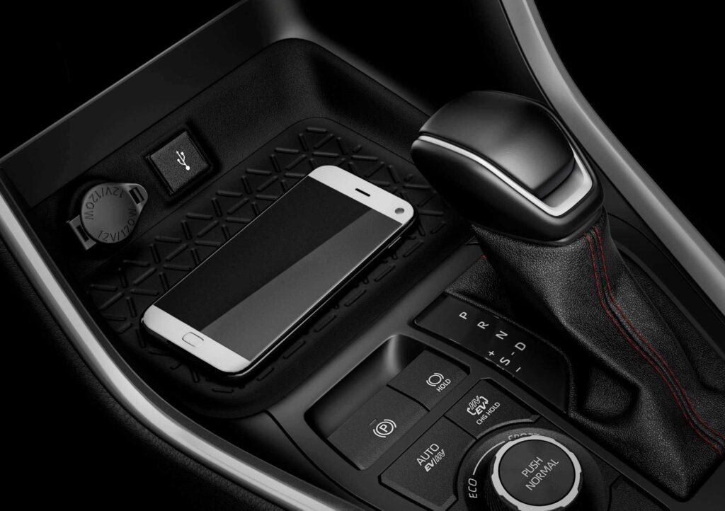 Blick auf die Mittelkonsole des neuen Suzuki Across Plug-in Hybrid