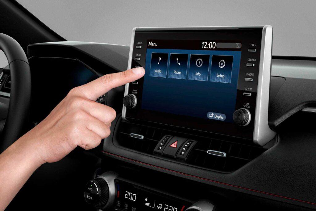 Das zentrale Info-Display des neuen Suzuki Across Plug-in Hybrid