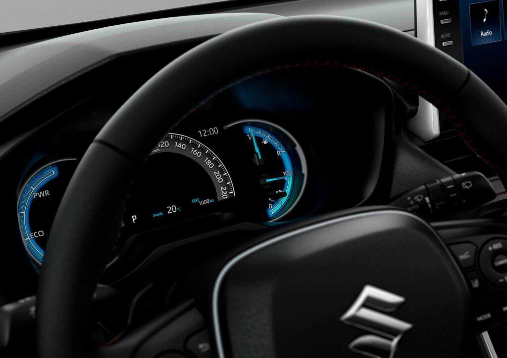 Blick auf die Instrumente des neuen Suzuki Across Plug-in Hybrid