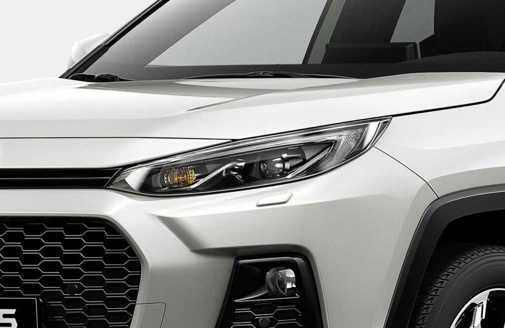 Nahaufnahme der linken Frontpartie des neuen Suzuki Across Plug-in Hybrid