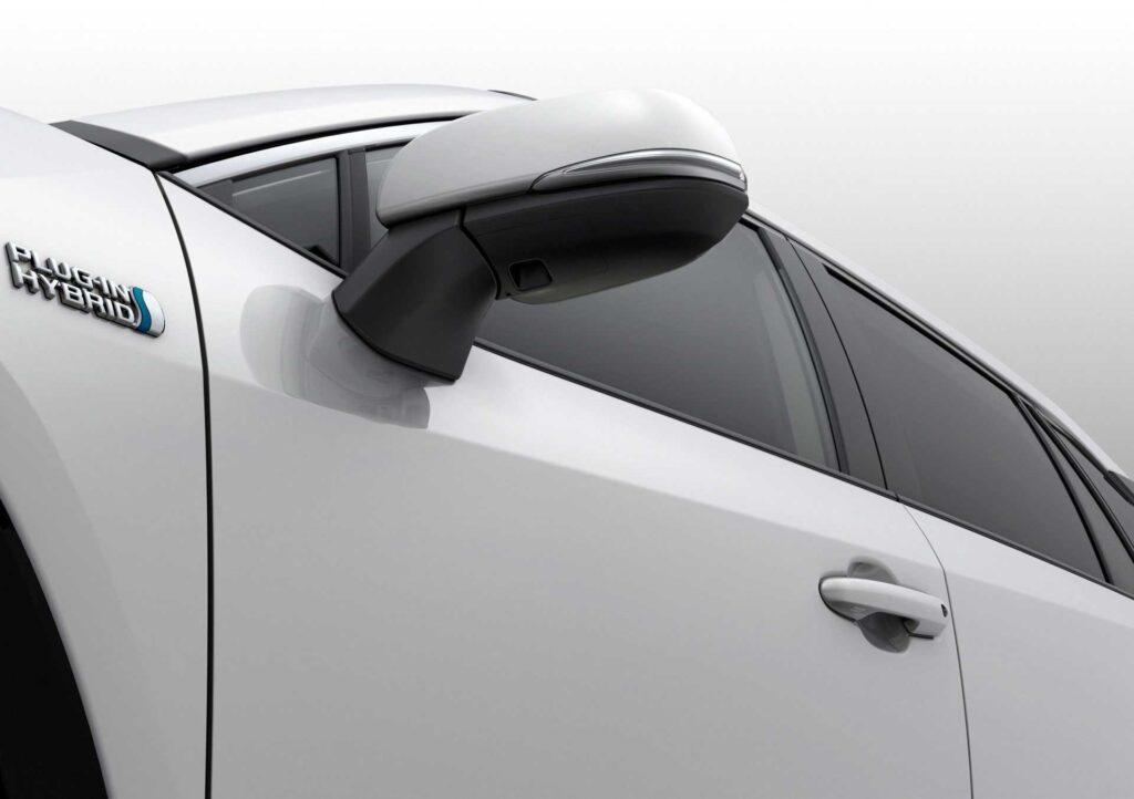 Detailansicht der linken Seite (Fahrertüre) des neuen Suzuki Across Plug-in Hybrid
